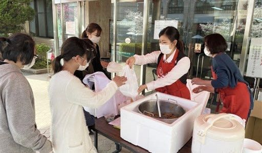 子ども食堂、「安心」配る 「築いた関係、絶やさない」 コロナ拡大、弁当や食材提供へ---熊本日日新聞