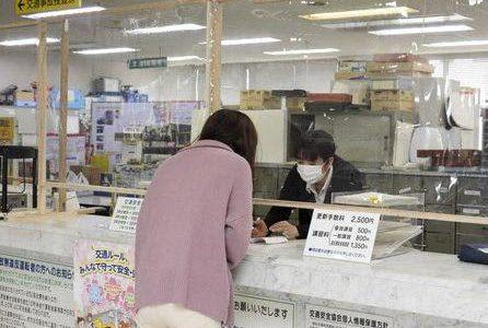 手作り「間仕切り」で感染防止 八代署---熊本日日新聞