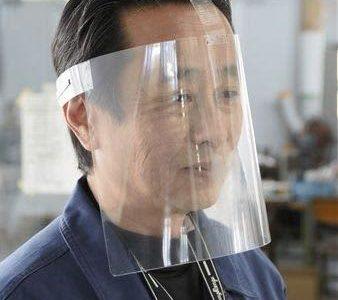 市販フィルムでフェイスガード 新型コロナ対策で---熊本日日新聞