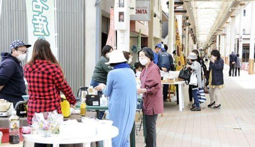八代のアーケードを元気に 肥薩おれんじ鉄道元駅長らが弁当や特産品など販売---熊本日日新聞