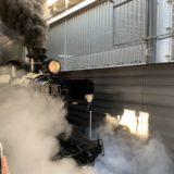 人気漫画とコラボ「SL鬼滅の刃」が運行開始 熊本駅にファン詰めかける