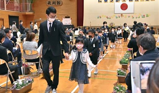新1年生、豪雨被災地でも新生活スタート 熊本県内の小中学校で入学式